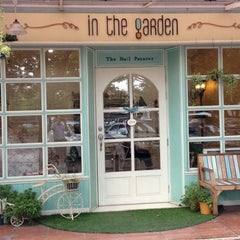 Photo taken at In the Garden - Nail Spa by Oup J. on 10/3/2012