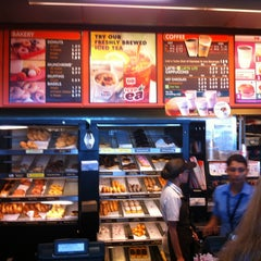 Photo taken at Dunkin' Donuts by Gordon G. on 6/29/2013