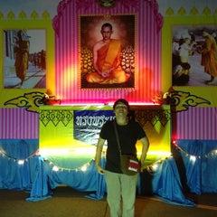 Photo taken at วัดประชุมโยธี อารามหลวง by ต้อม ภ. on 12/1/2012