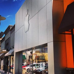 Photo taken at Apple Store, Lehigh Valley by DuffMan 😈🍻 on 3/27/2013