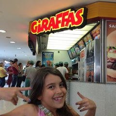 Photo taken at Giraffas by Giuliana H. on 9/7/2013