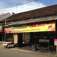 Photo taken at Warung Makan Sate Kambing & Gulai Kacang Ijo Pak Boy by Sheila D. on 5/7/2013