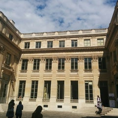 Photo taken at Ministère de l'Éducation Nationale by Rossi Y. on 9/20/2014
