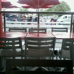 Photo taken at KFC / KFC Coffee by Yadika G. on 9/30/2012