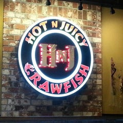 Photo taken at Hot N Juicy Crawfish by Florence on 2/9/2013