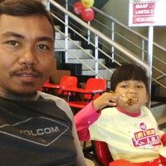 Photo taken at KFC / KFC Coffee by Mawa S. on 3/18/2015