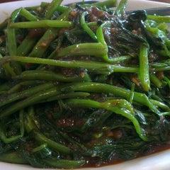 Photo taken at Sri Mahkota Restaurant by Joanne L. on 10/23/2013