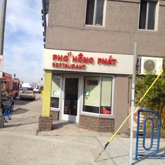 Photo taken at Pho Hong Phat by Long Beach Huntington on 2/22/2014