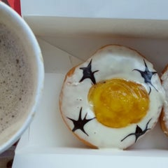 Photo taken at Big Apple Donuts & Coffee by Azlan A. on 5/4/2014