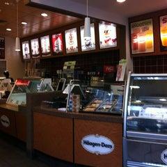 Photo taken at Haagen-Dazs Shop by Alan J. on 12/14/2012