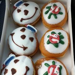 Photo taken at Krispy Kreme Doughnuts by Igor R. on 10/4/2014
