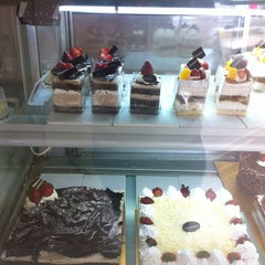Photo taken at BreadTalk by Vera N. on 1/23/2015