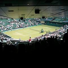 Das Foto wurde bei The All England Lawn Tennis Club von Paul M. am 6/26/2013 aufgenommen
