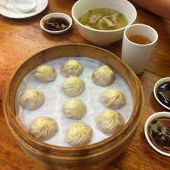 Photo taken at Din Tai Fung 鼎泰豐 by Lefeuvre P. on 7/18/2013