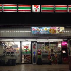 Photo taken at 7-Eleven (เซเว่น อีเลฟเว่น) by Thoranin T. on 3/27/2015