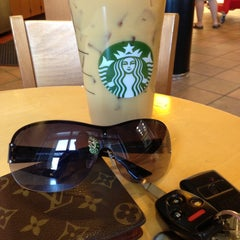 Photo taken at Starbucks by Remuel M. on 4/23/2013