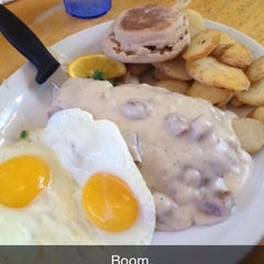 Photo taken at Omelette Parlor by Bobby J. on 4/17/2014