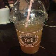 Photo taken at Sweets Café (สวีท คาเฟ่) by Kimfern S. on 4/3/2015