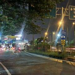 Photo taken at Gerbang Tol Kebon Jeruk by Ferdi Z. on 12/17/2012