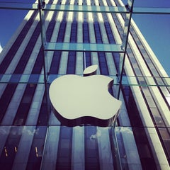 Photo taken at Apple Store, Fifth Avenue by Lode B. on 6/28/2013