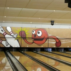 Photo taken at Memory Lanes and the Flashback Cafe by Drizzle L. on 10/2/2012