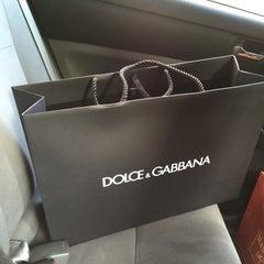 Das Foto wurde bei Dolce&Gabbana von 3zoooz A. am 2/1/2016 aufgenommen