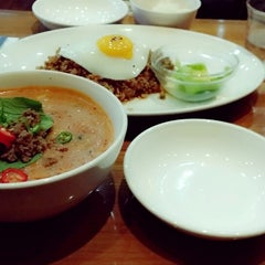 Photo taken at 오리엔탈스푼 (ORIENTAL SPOON) by jimin k. on 9/29/2013