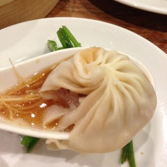 Photo taken at 鼎泰豐 Din Tai Fung by shima s. on 3/14/2013