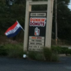 Photo taken at Dunkin' Donuts by Beverly B. on 10/14/2012