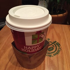 Photo taken at The Coffee Bean & Tea Leaf by Serella J. on 12/31/2014