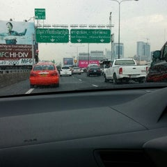 Photo taken at ทางพิเศษศรีรัช ส่วน A (Si Rat Expressway Sector A) by Best K. on 5/7/2014