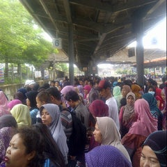 Photo taken at Commuter Line Tanah Abang-Serpong @Jalur 6 by ohinjani s. on 4/26/2014