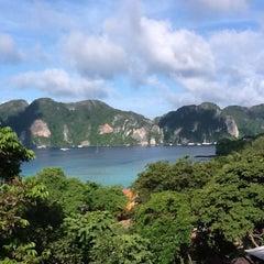 Photo taken at Phi Phi The Beach Resort (พีพีอันดามันบีชรีสอร์ท) by Паха З. on 9/23/2012