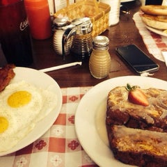 Photo taken at Red Cottage Restaurant by Eileen C. on 7/7/2014