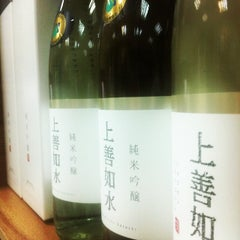 Photo taken at Adega de Sake | 酒蔵 by Alexandre Tatsuya I. on 3/18/2014