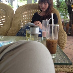 Photo taken at Cafe Emi by Thuận N. on 6/20/2012