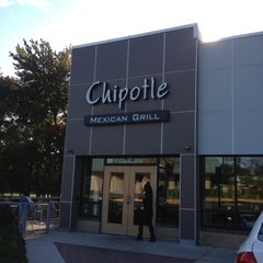 Photo taken at Chipotle Mexican Grill by Stefhany F. on 10/14/2012