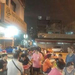 Photo taken at Jalan Ipoh Curry Mee by Yee J. on 5/26/2016
