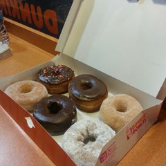 Photo taken at Dunkin' Donuts by Ítaca P. on 1/1/2013