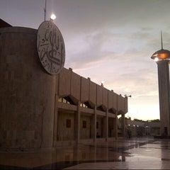 Photo taken at Masjid Raya Sabilal Muhtadin by Idrus F. on 1/21/2013