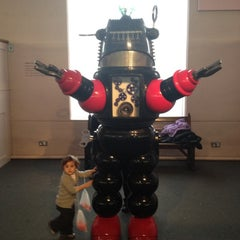 Photo taken at V&A Museum Of Childhood by Mario P. on 12/3/2012