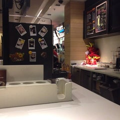 Photo taken at McDonald's | 麦当劳 by Phil H. on 9/25/2013