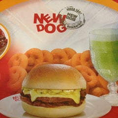 Photo taken at New Dog Hamburger by Eduardo P. on 4/11/2013