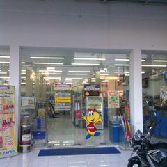 Photo taken at Indomaret by Dian S. on 7/29/2013