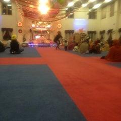 Photo taken at Sri Guru Singh Sabha Glen Rock Gurdwara by Gary S. on 1/1/2013