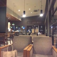 Photo taken at Starbucks by Carpe D. on 1/30/2015