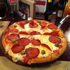 Photo taken at Central de Pizzas by Esteban V. on 7/14/2013