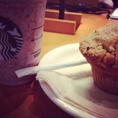 Photo taken at Starbucks by Vinicius L. on 12/17/2012
