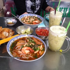 Photo taken at Nguyen Tri Phuong Market by Mih J N. on 2/13/2014