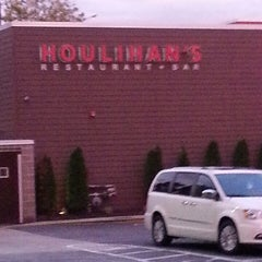 Photo taken at Houlihans by Thomas F. on 6/7/2013